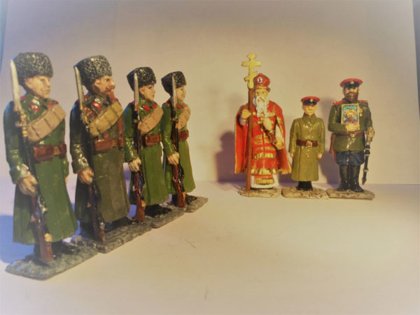 7 figures which include the Tsar, the Tsarevitch, Russian Orthodox Priest and four Russian soldiers